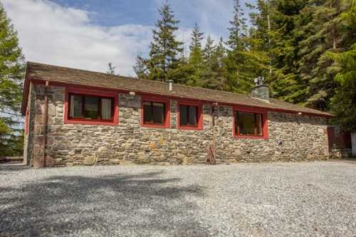 Exterior view of Leckmelm House, Ullapool - self catering accommodation